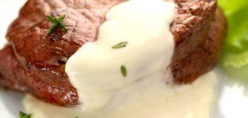 Bélszínszelet sajtkrémmel és kakukkfűaromával